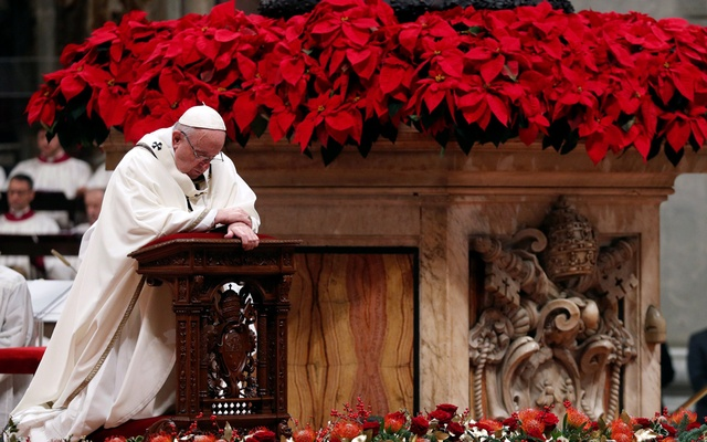 Pope Francis leads the Christmas Eve mass in Saint Peter's Basilica at the Vatican, Dec 24, 2018. REUTERS/Max Rossi
