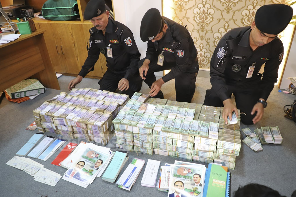 Millions of taka in cash and cheque were seized during a RAB raid on export-import firm United Corporation's Motijheel offices over alleged election fraud on Tuesday. Photo: Abdullah Al Momin