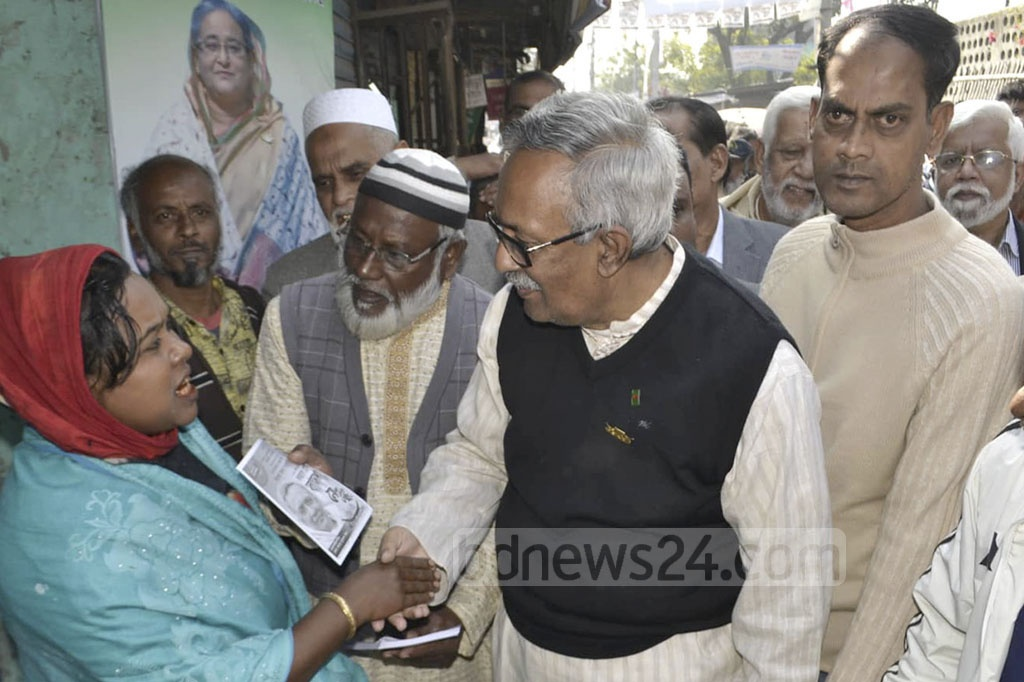 Rajshahi-2 Grand Alliance Candidate Fazle Hossain Badsha is busy on the campaign trail. He campaigned in Rajshahi's Dingadoba area on Wednesday. Photo: Gulbar Ali Juwel
