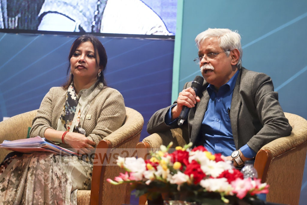 Professor Muhammed Zafar Iqbal speaking at a discussion organised by Centre for Research and Information (CRI) and #IamBangladesh in Dhaka on Wednesday for the youth on the election manifesto of the Awami League. Photo: Abdullah Al Momin