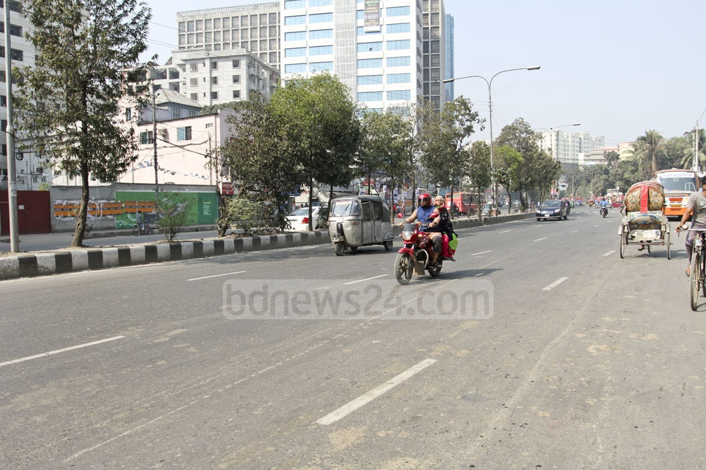 Just a day left before the election and most offices have closed. The streets were nearly empty at Dhaka's Shyamoli on Friday. Photo: Asif Mahmud Ove