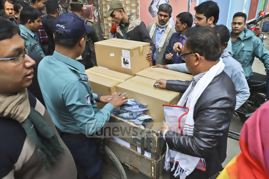 Electronic voting machines are sent from Central Women's College in Tikatuli to polling centres in the Dhaka-6 constituency. Photo: Abdullah Al Momin
