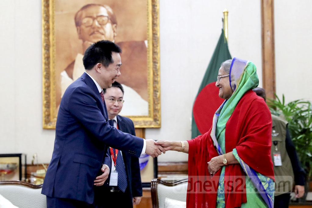 Chinese Ambassador Zhang Zuo congratulates Prime Minister Sheikh Hasina on the Awami League's landslide win in the 11th national parliamentary election. Photo: Saiful Islam Kallol