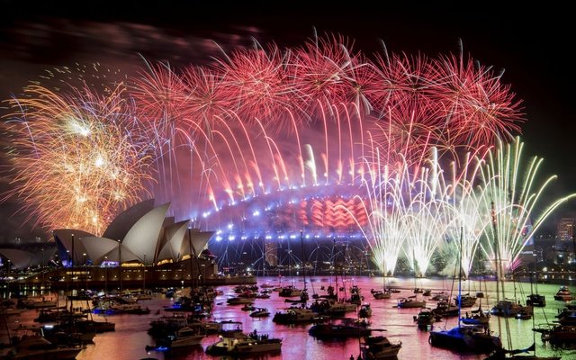 Sydney puts on dazzling 2019 fireworks, but gets the year wrong