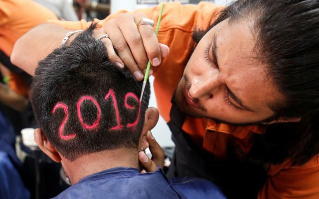 A man applies color to a haircut with the number