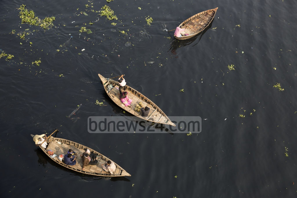 People cross the darkened waters of the Buriganga River by boat in the Babubazar area. Photo: Mostafigur Rahman