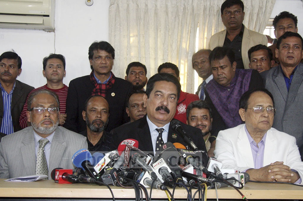 Jatiya Party Secretary General Mashiur Rahman Ranga briefing the media after a meeting of the party's policymakers at chairman's Banani offices in Dhaka on Wednesday.