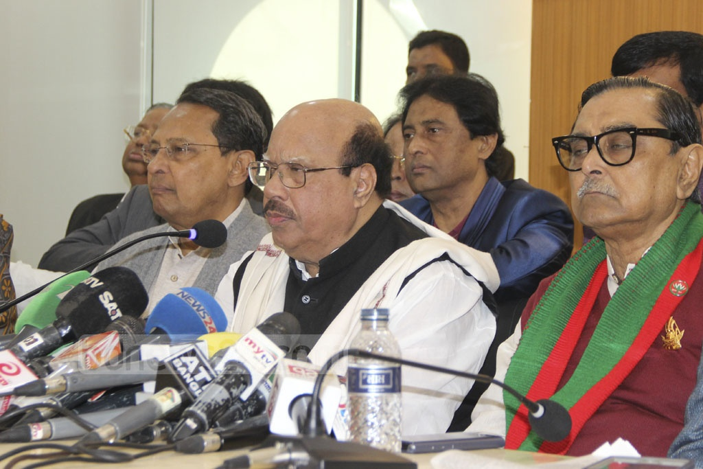 Mohammad Nasim, spokesman for the Awami League-led alliance, speaks at a press conference after a meeting at the Awami League party offices on Bangabandhu Avenue on Wednesday.