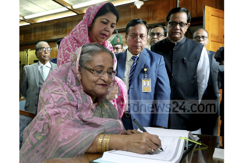 Prime Minister Sheikh Hasina signs the signature book for the MPs after taking oath as a member of the 11th Parliament on Thursday. Photo: Saiful Islam Kallol