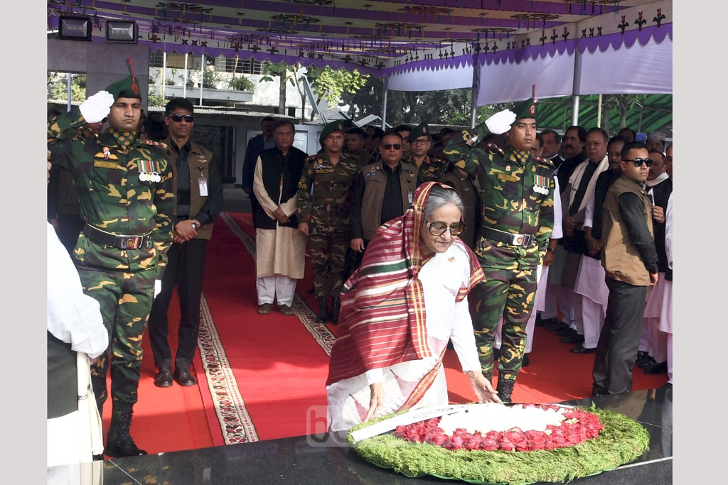 Awami League chief Sheikh Hasina paying homage to Bangabandhu Sheikh Mujibur Rahman by placing wreath on his mural at the Bangabandhu Memorial Museum in Dhaka on Friday, a day after taking oath. Photo: PID