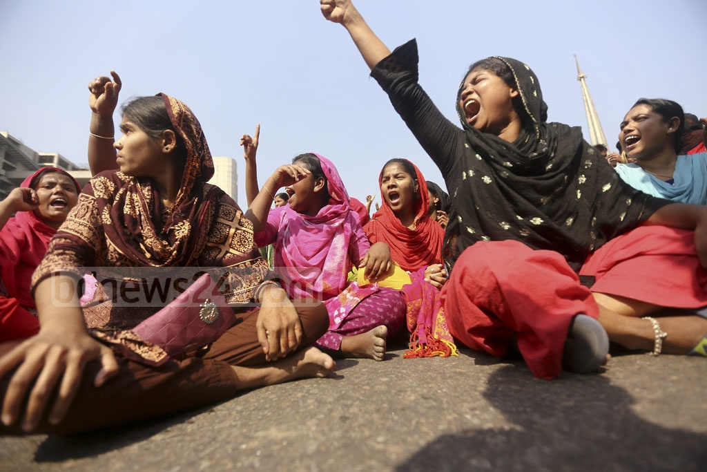 Garment factory workers blocked the key Airport Road in Dhaka for five hours on Sunday. They demonstrated over several demands, including implementation of the minimum wage set by the government. Photo: Mahmud Zaman Ovi