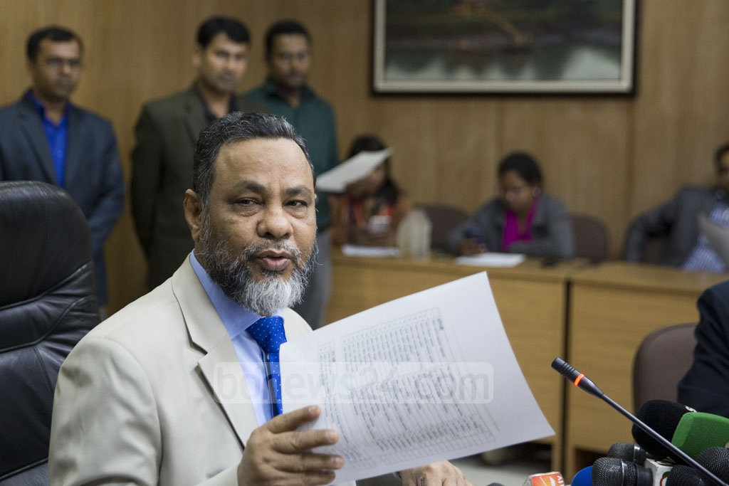 Cabinet Secretary Mohammad Shafiul Alam announcing the names and portfolios of the members of Sheikh Hasina's cabinet for the new Awami League government at the Secretariat in Dhaka on Sunday. Photo: Mostafigur Rahman