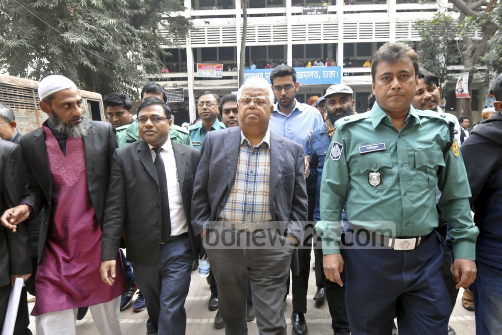 Police escorting former minister Nazmul Huda to jail following a Dhaka court order on Sunday. The ex-BNP leader surrendered to the court following his conviction for bribery.