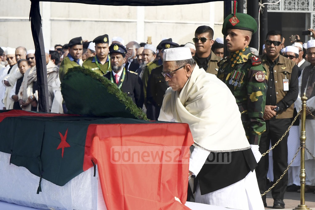 President Abdul Hamid pays tribute to Syed Ashraful Islam, former general secretary of the Awami League and minister for public administration, after his funeral prayers at the national parliament on Sunday. Photo: PID