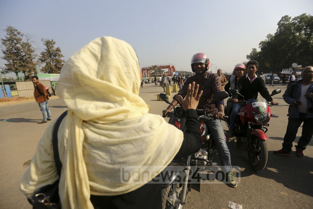 Garment workers stop vehicles on Dhaka's Airport Road on Monday, their second day of protest demanding higher minimum wage and other rights. Photo: Mahmud Zaman Ovi