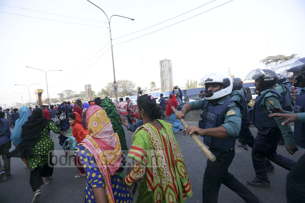 Police disperse a demonstration by garment workers after their 5-hour blockade of Dhaka's Airport Road on Monday. Photo: Mahmud Zaman Ovi