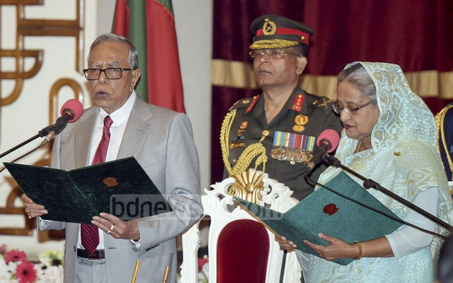 President Md Abdul Hamid administers oath of office to Prime Minister Sheikh Hasina, beginning her fourth term, during an inauguration ceremony at the Bangabhaban on Monday. Photo: ABM Aktaruzzaman / PID