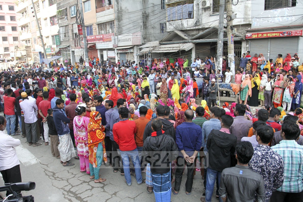 Workers from a ready-made garment factory in Mirpur's Kalshi join an ongoing labour protest for implementation of minimum wages and several other demands on Tuesday. Photo: Asif Mahmud Ove