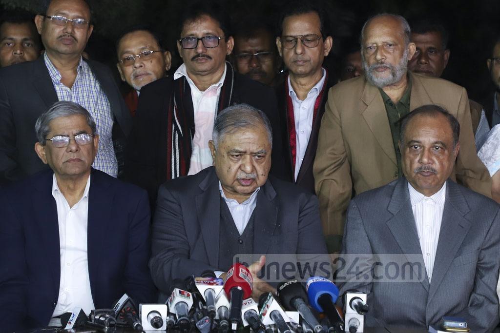 Jatiya Oikya Front chief Dr Kamal Hossain briefing the media about the alliance's post-polls programmes at his Baily Road residence in Dhaka on Tuesday. Photo: Abdullah Al Momin