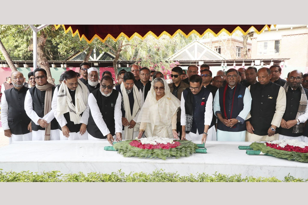 Prime Minister Sheikh Hasina and the members of her new cabinet paying respect to Bangabandhu Sheikh Mujibur Rahman by placing a wreath on his grave at Tungiparha in Gopalganj on Wednesday after the Awami League formed the government for the third straight term. Photo: PID