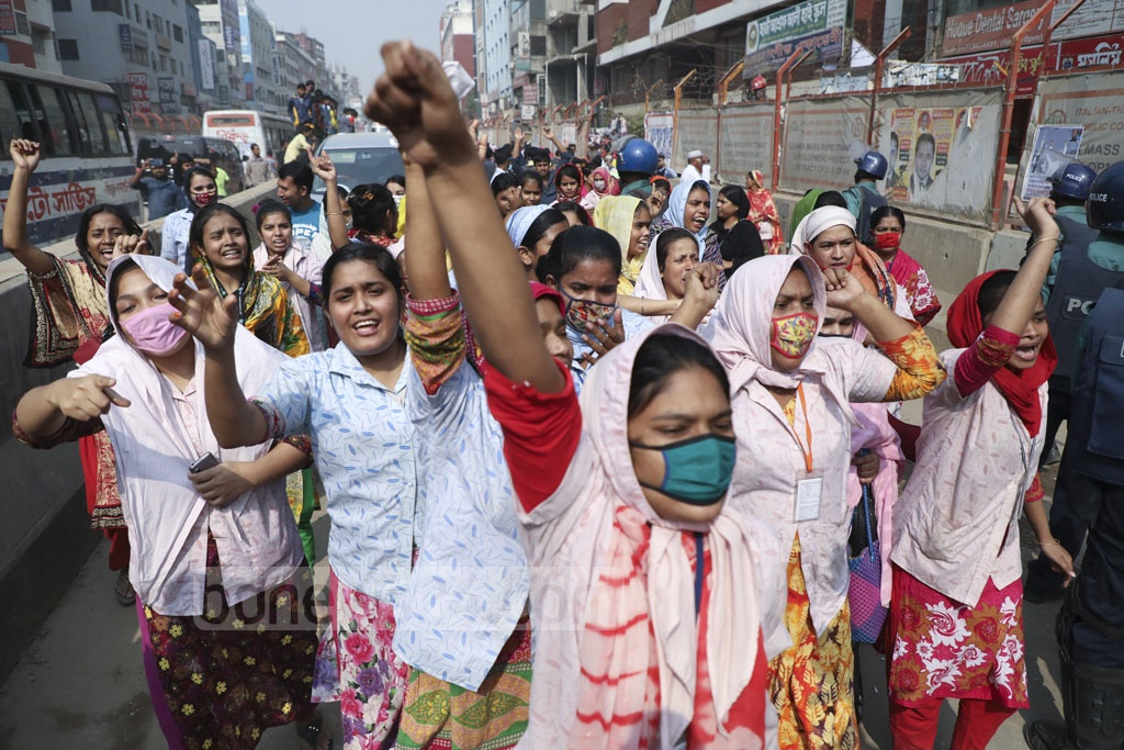 Garments workers descended on the street in Dhaka's Shewrapara demanding implementation of the new wage structure on Thursday.