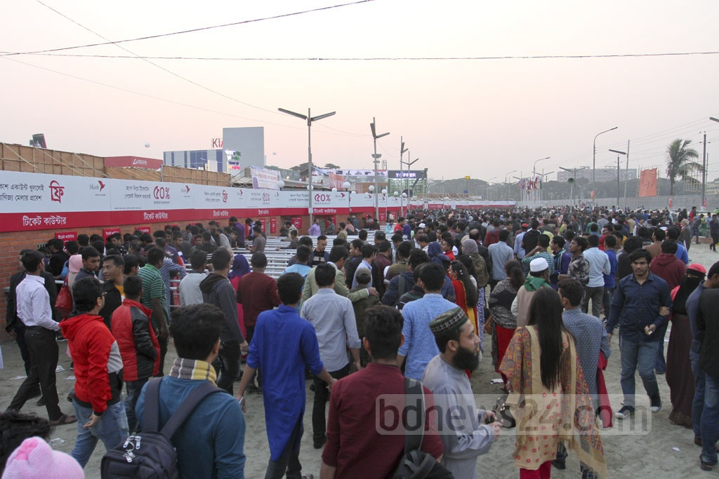 Visitors have started crowding the Dhaka International Trade Fair 2019. They flocked to the month-long fair at Sher-e-Bangla Nagar on Friday, the first weekly holiday after the inauguration. Photo: Asif Mahmud Ove