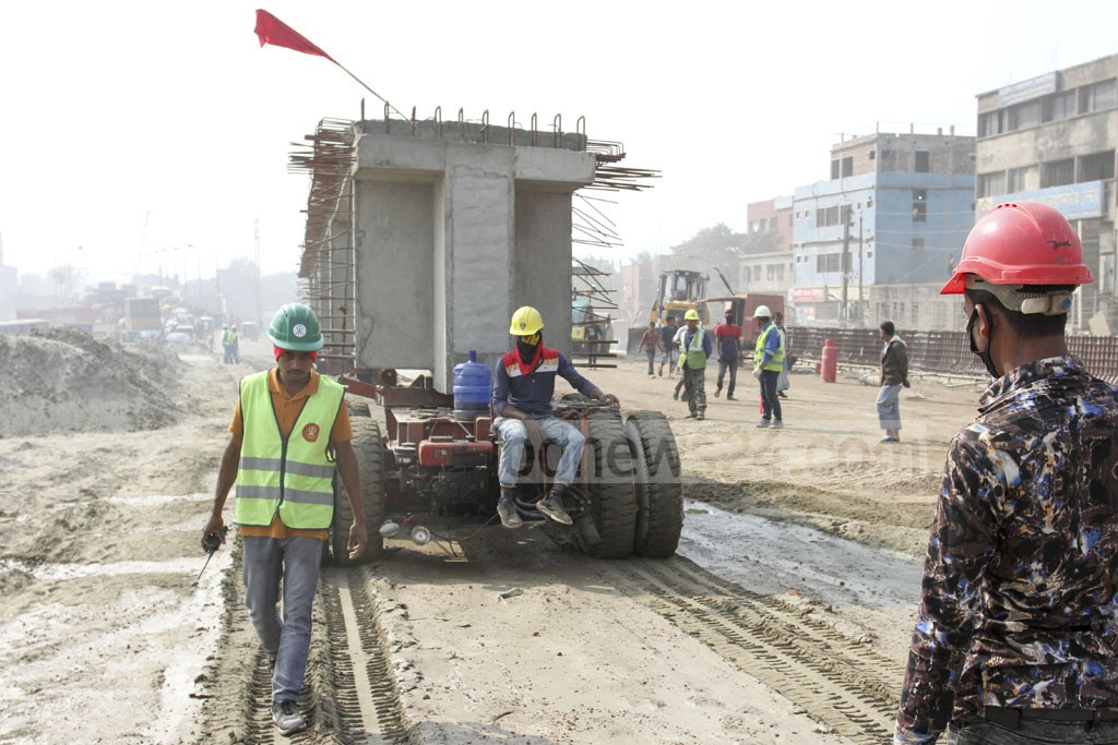 Girders are transported to the construction site for an overpass that aims to reduce traffic congestion on the Dhaka-Mawa Highway in the Jurain area. Photo: Asif Mahmud Ove