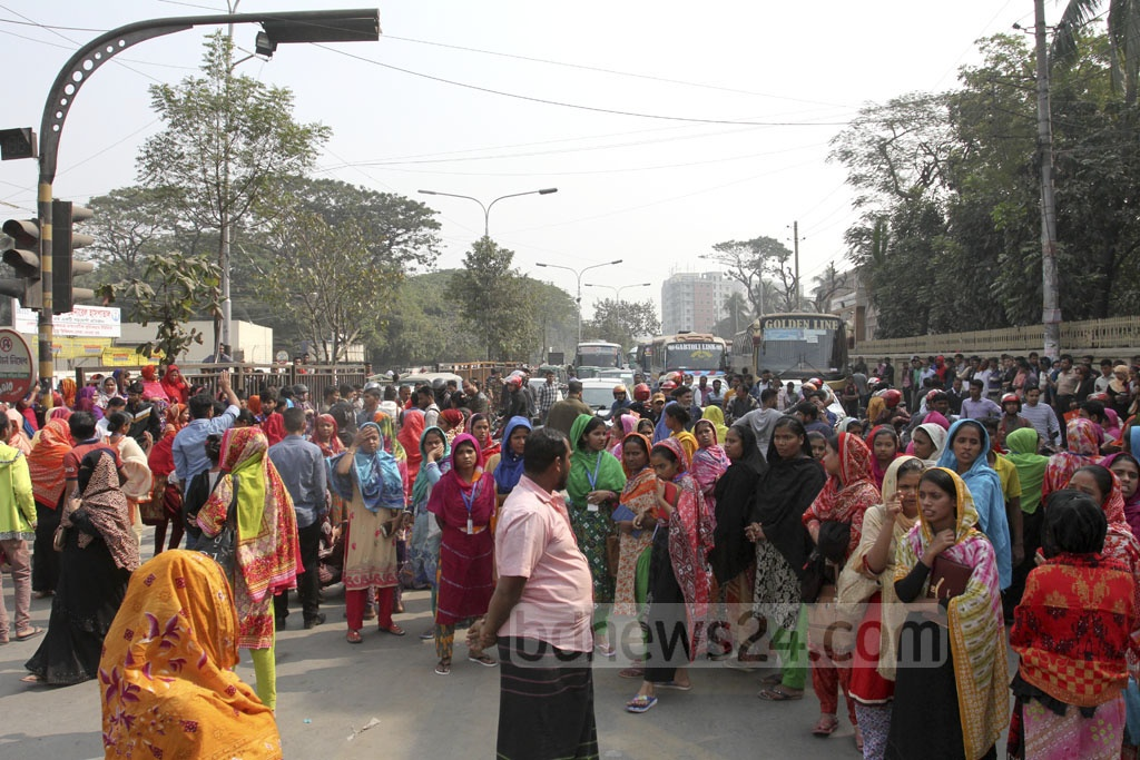 Garment workers demonstrate at the Technical intersection near Dhaka's Gabtali on Saturday, blocking traffic on the Dhaka-Savar road for over an hour. Photo: Asif Mahmud Ove