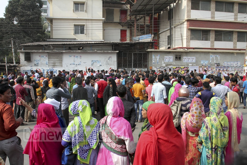 Garment workers demonstrate on the road in front of Mirpur Bangla College on Saturday to call for an end to inconsistencies in the sector's wage structure and several other demands. Photo: Asif Mahmud Ove