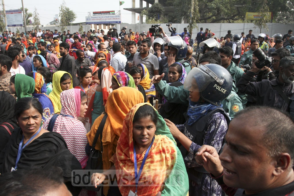 Police break up a garment worker demonstration calling for an end to inconsistencies in the sector's wage structure and several other demands in front of Mirpur Bangla College on Saturday. Photo: Asif Mahmud Ove