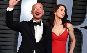 MacKenzie Bezos, right, and Jeff Bezos arrive to the Vanity Fair Oscar party in Beverly Hills, Calif, on Mar 4, 2018. Her divorce from the Amazon founder Jeff Bezos has made this novelist, and her private life, a public fascination. The New York Times