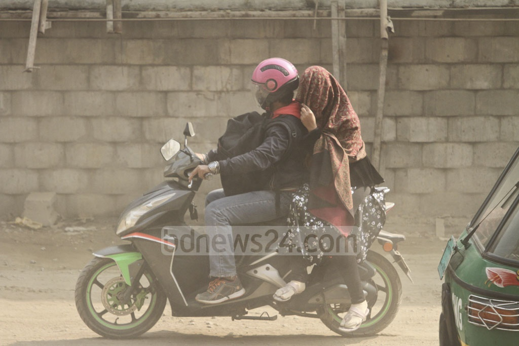 People cover their faces to avoid breathing in the dust at Postogola. Photo: Asif Mahmud Ove