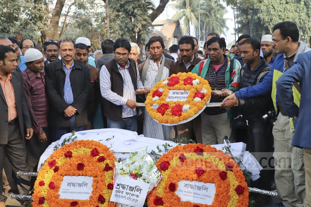 Colleagues and well-wishers paying their last respects to Abu Bakar Chowdhury, acting editor of Daily Manabkantho, at the National Press Club in Dhaka on Tuesday.