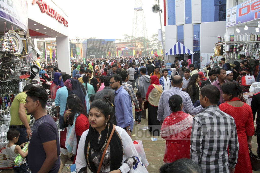 Visitors flocking to the Dhaka International Trade Fair 2019 on the weekly holiday on Friday. Photo: Asif Mahmud Ove