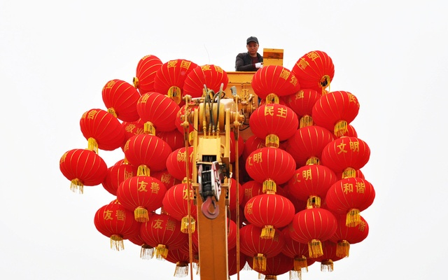 A municipal worker stands in a crane surrounded by red lanterns as he works to put them up ahead of Chinese Lunar New Year in Guiyang, Guizhou province, China January 17, 2019. Picture taken January 17, 2019. REUTERS/Stringer ATTENTION EDITORS - THIS IMAGE WAS PROVIDED BY A THIRD PARTY. CHINA OUT.