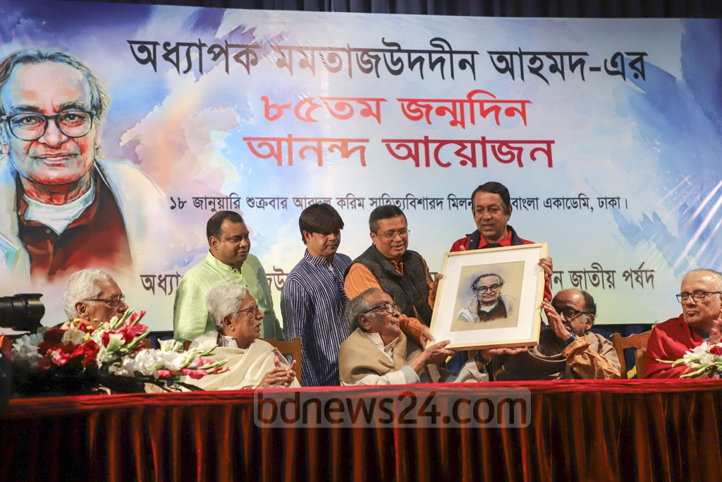 Artists presenting dramatist-actor Prof Momtazuddin Ahmed with his portrait at a programme at the Bangla Academy on his 85th birthday on Friday. Photo: Abdullah Al Momin