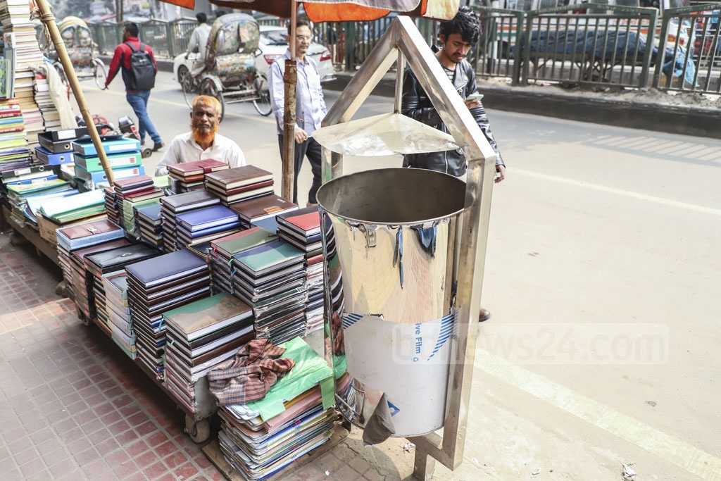 The Dhaka South City Corporation is setting up new waste baskets made of stainless steel on the capital's thoroughfares. Photo taken in the Paltan area on Saturday. Photo: Abdullah Al Momin