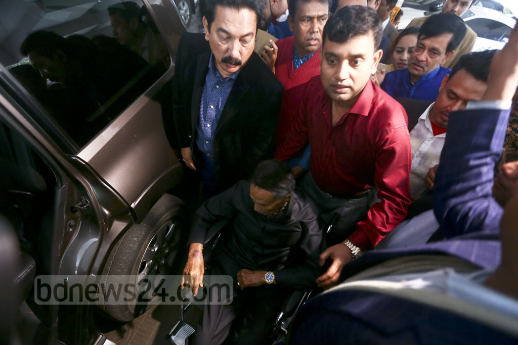 Leader of the Opposition in Parliament and Jatiya Party Chairman HM Ershad departs for Singapore, where he is to receive medical treatment. He left his home in Baridhara at 11:30 am on Sunday for the airport. Photo: Mahmud Zaman Ovi