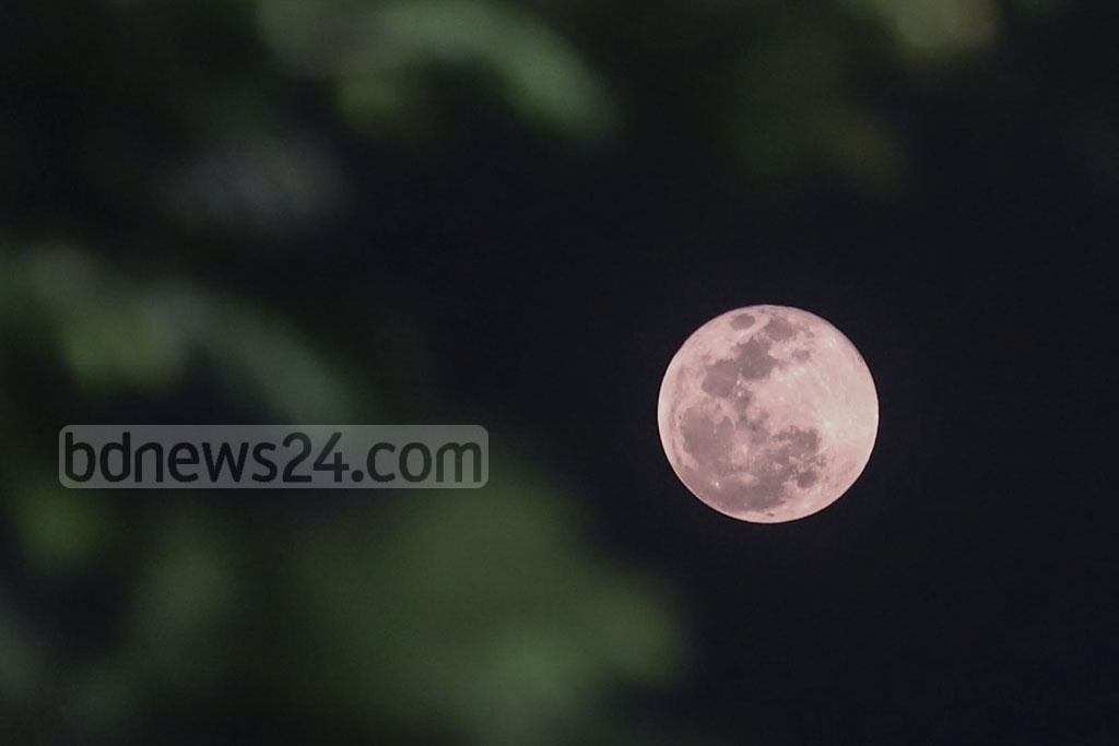 Europeans and Americans enjoyed the view of a 'Super Blood Wolf Moon' during the lunar eclipse on Monday. Though it was not seen from Bangladesh, many were curious about the spectacular view of the moon. Photo: Abdullah Al Momin