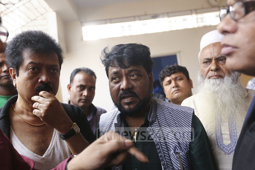 Singers Kumar Bishwajit, Andrew Kishore visit the home of musician-freedom fighter Ahmed Imtiaz Bulbul in Dhaka's Aftabnagar after hearing the news of his death on Tuesday morning. Photo: Mahmud Zaman Ovi