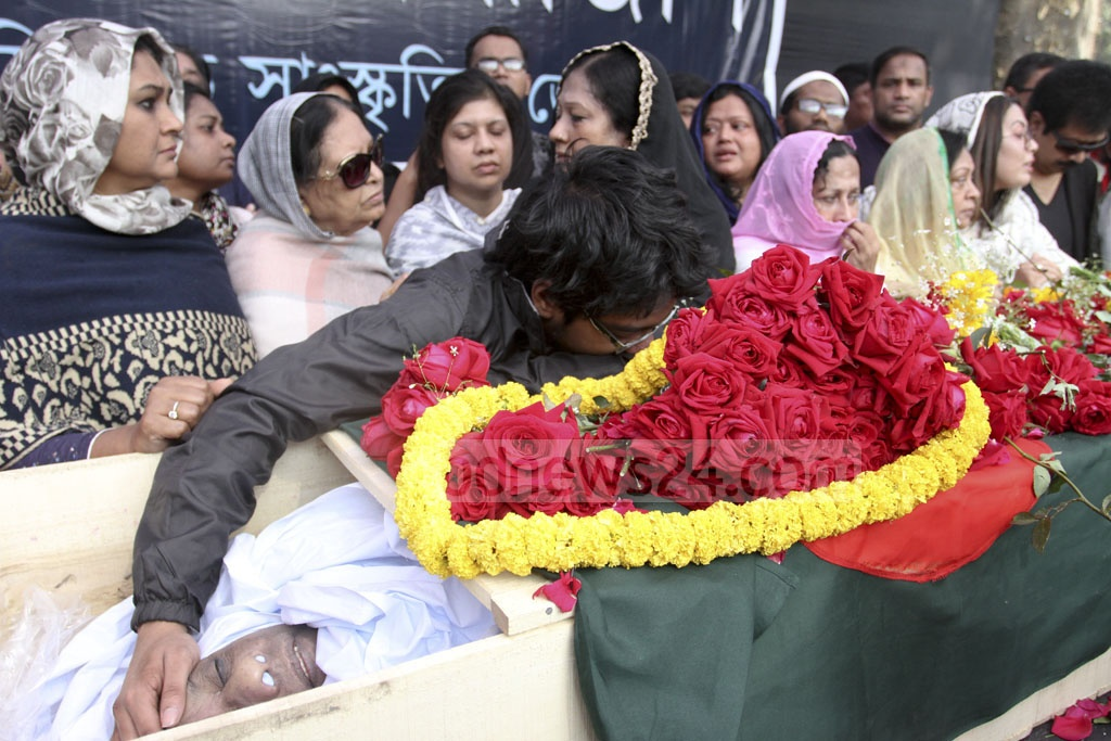 Ahmed Imtiaz Bulbul's only son Samir Ahmed embraces his father's coffin during a ceremony to pay tribute to the noted musician and freedom fighter at Dhaka's Central Shaheed Minar on Wednesday.
