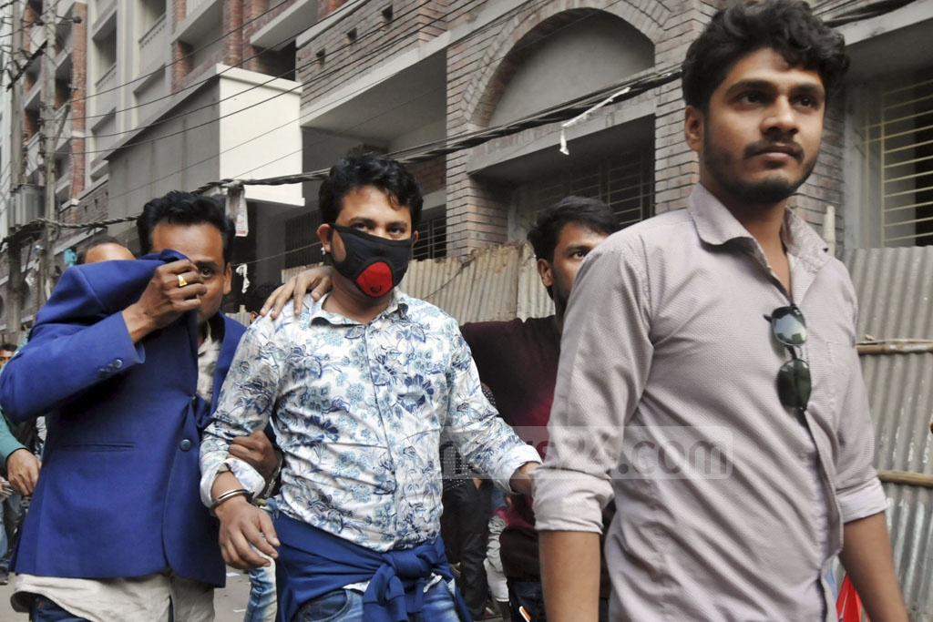 Members of Bangladesh Chhatra League, who were arrested in Paltan for allegedly attacking police on Tuesday, are being escorted to the court on Wednesday.