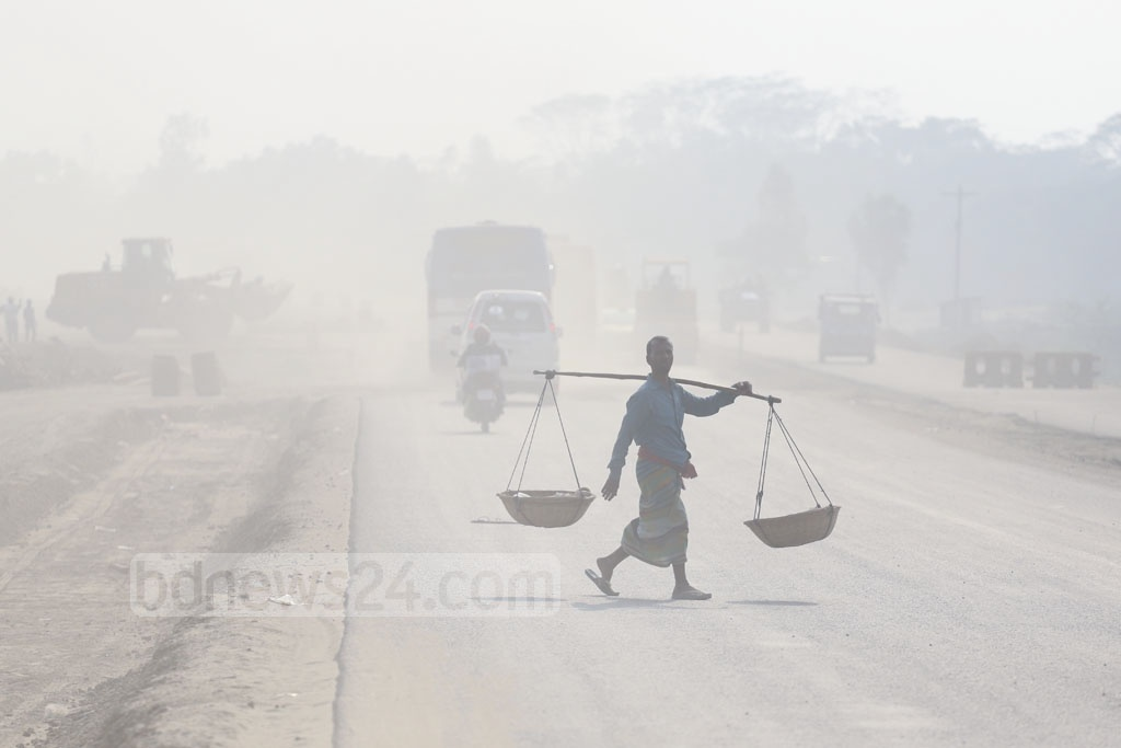 An area in Munshiganj's Srinagar is covered in dust as work is ongoing to upgrade the Dhaka-Mawa highway to four lanes. Photo: Abdullah Al Momin