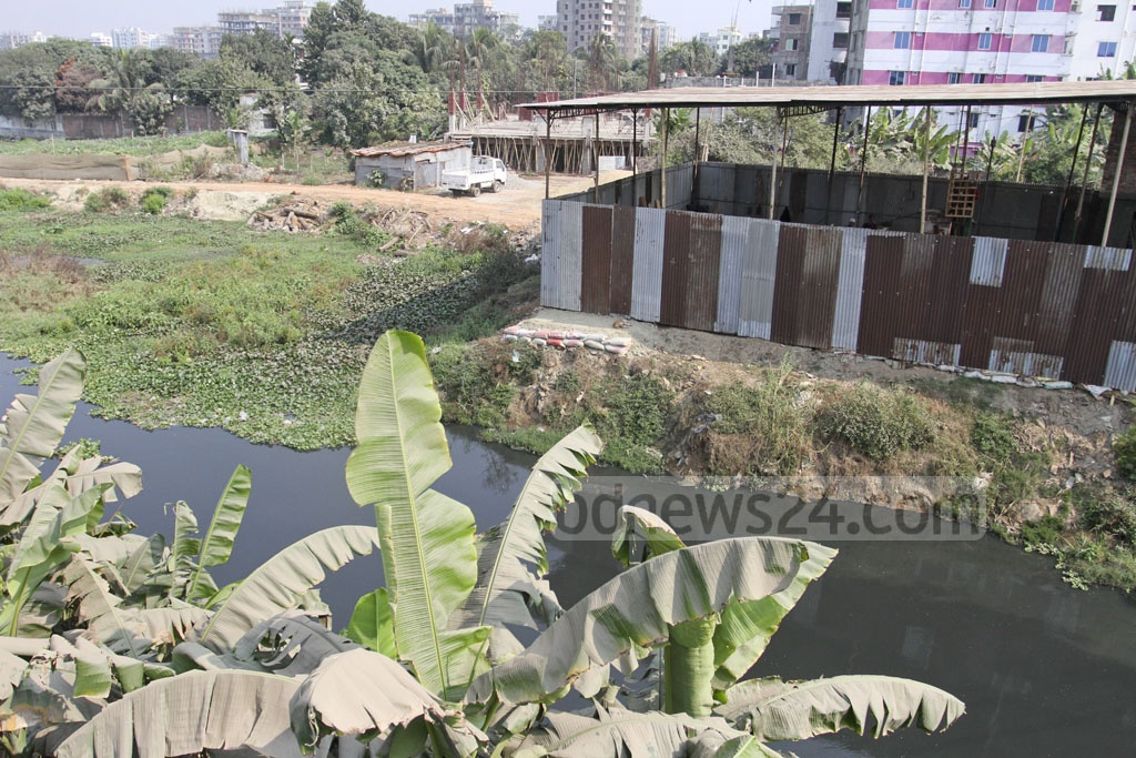 Structures have been erected on the Baunia canal beside Dhaka's Mirpur Cantonment-Airport Link Road. Photo: Asif Mahmud Ove