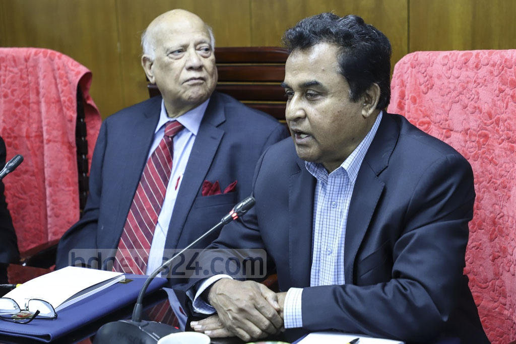 The National Board of Revenue welcomes new Finance Minister AHM Mustafa Kamal at a ceremony at its office in Dhaka's Segunbagicha on Thursday. Photo: Abdullah Al Momin