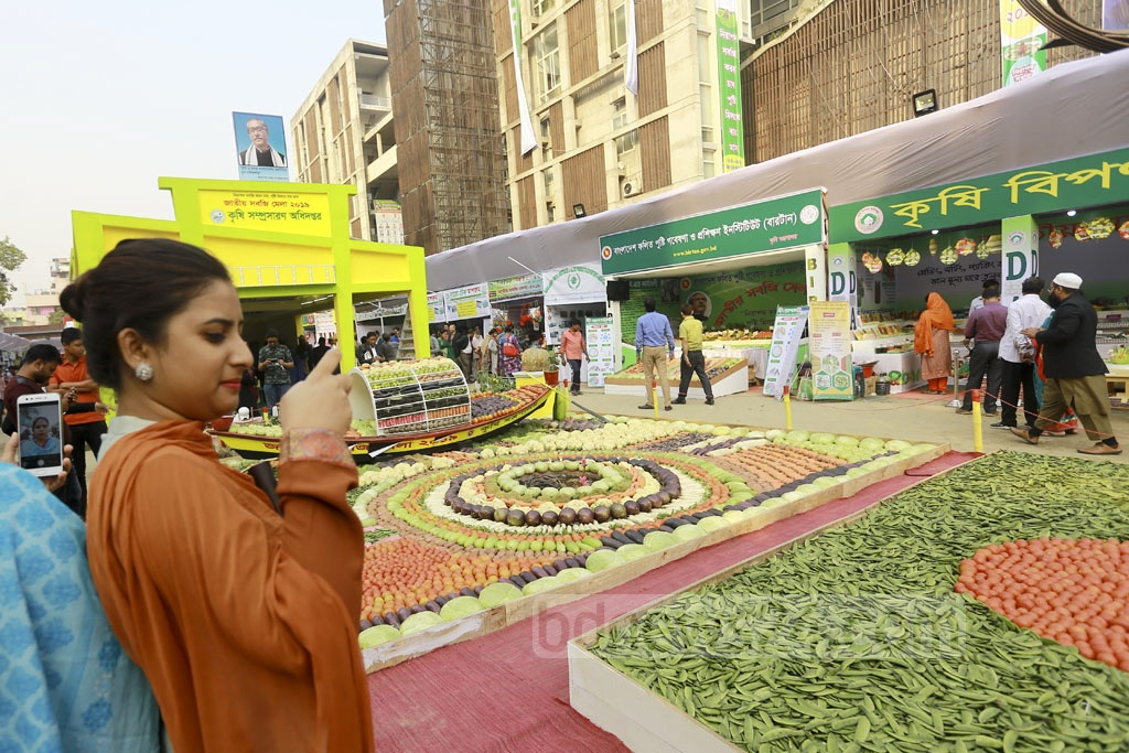 The three-day National Vegetables Fair and Vegetables Exhibition 2019 kicked off on the Department of Agricultural Extension premises in Dhaka on Thursday. Photo: Mahmud Zaman Ovi