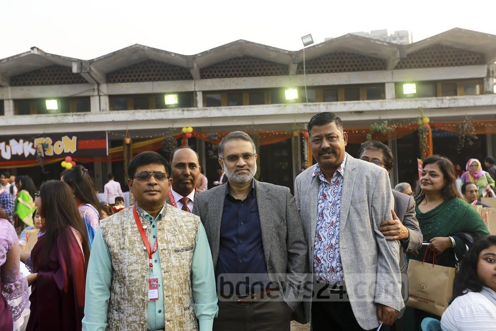 bdnews24.com Editor-in-Chief Toufique Imrose Khalidi, a former EDAS general secretary, and other alumni of the Dhaka University's English Department at their annual bash on Friday.