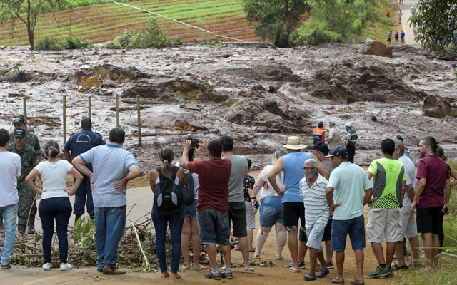 Residents are seen on a road blocked after a dam, owned by Brazilian miner Vale SA, burst in Brumadinho, Brazil Jan 26, 2019. REUTERS/Washington Alves