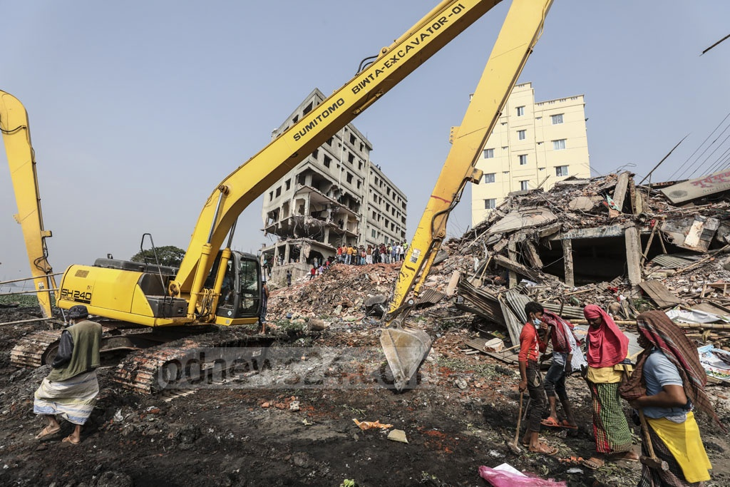 BIWTA workers bulldozing a multi-storey building in a drive to clear illegal structures on the bank of the Buriganga River at Kamrangirchar in Dhaka on Tuesday.