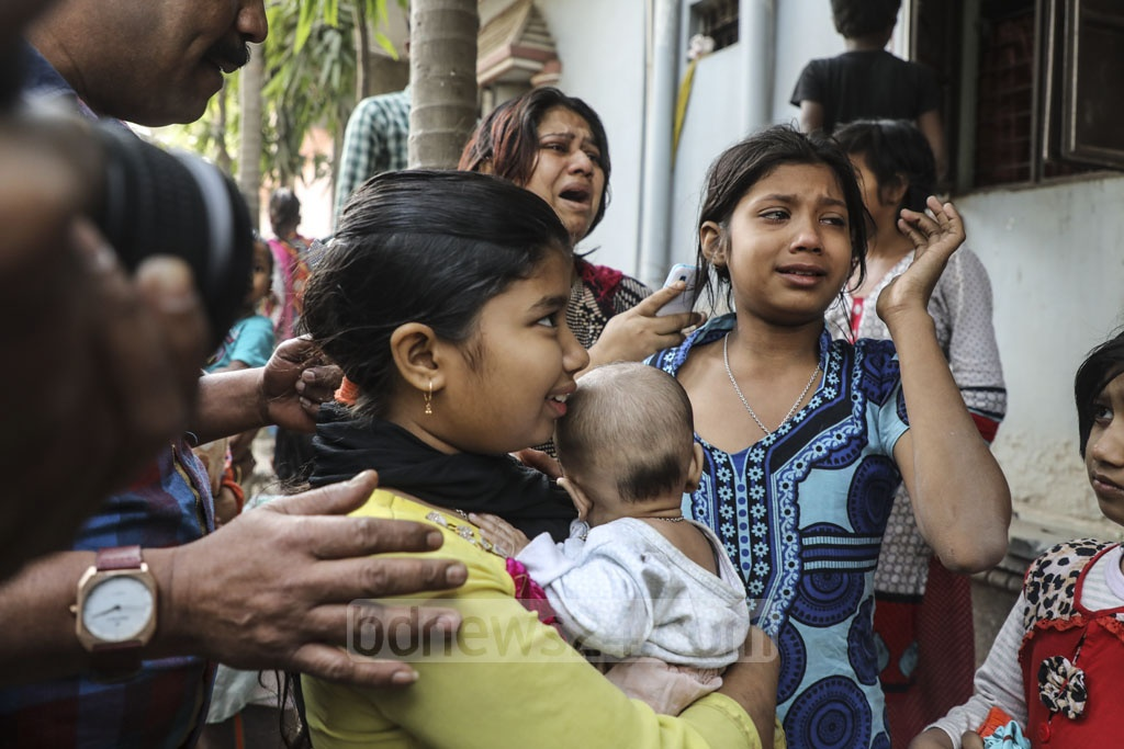 Residents and businesspeople of buildings, which were built by encroaching upon government land on the bank of the Buriganga at Kamrangirchar in Dhaka, crying during evacuation before an eviction drive on Tuesday.